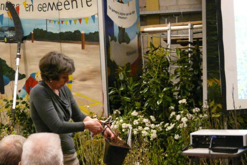 Snoeicursus voor groenvrijwilligers bij gemeente Alphen aan den Rijn